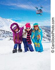 tre, bambini, insieme, in, stazione sciistica