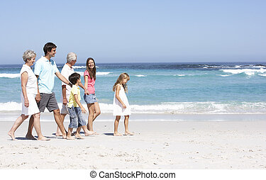 tre famiglia generazione, camminare lungo, spiaggia sabbiosa