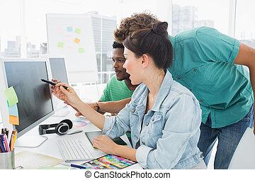 tre, konstnärer, arbeta dator, hos, kontor