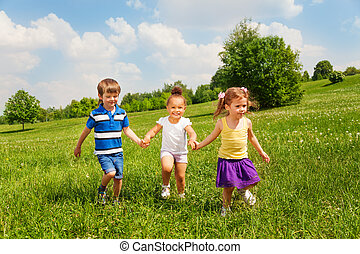 tre, leka, gårdsbruksenheten räcker, barn, lycklig