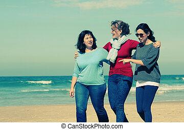 tre, mest väl vänner, vandrande, hos, kust