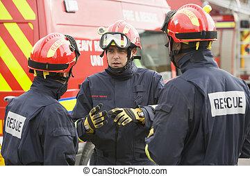 tre, redd arbejdere, tales, af, redd køretøj
