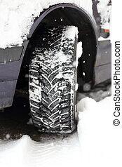 tread in snow