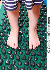Treatment of flatfoot in young children with massage mat