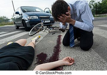 Radfahrer, nach, bewusstlos, verkehrsunfall. Radfahrer, unglück ...