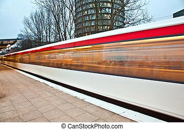trein, bladeren, de, station, vroege morgen