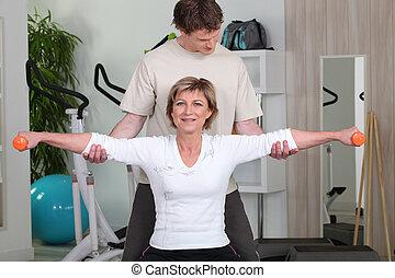 treinador, seu, dela, pessoal, ajudando, cliente, postura