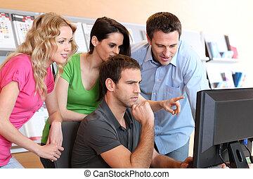 treinamento, grupo, curso, pessoas, jovem, assistindo
