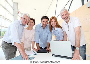 treinamento, grupo, pessoas, curso, sênior, feliz