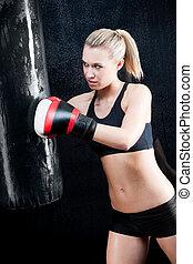 treinamento, mulher, ginásio, boxe, saco, perfurando