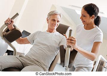 treinamento, seu, positivo, encantado, braços, homem maduro