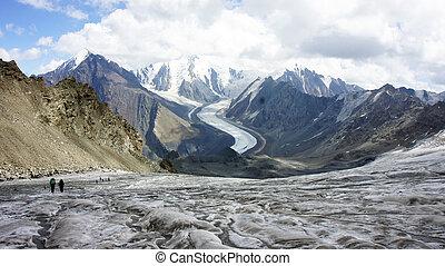 trekkers, ∥において∥, 氷河, より大きい, コーカサス, 山地