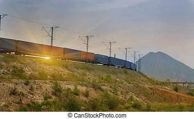 trem carga, passagem, ligado, pôr do sol