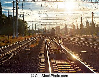 trem, ligado, ferrovia, em, pôr do sol