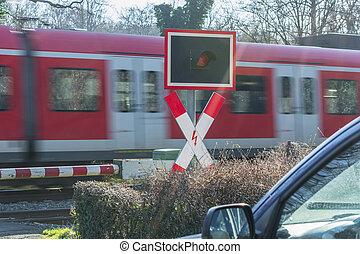 trem passageiro, trânsito, em, a, cruzamento estrada ferro