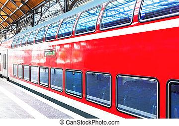 trem velocidade alto, em, estação de comboios, plataforma