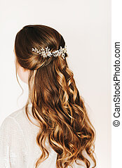 Trendy bridal hairstyle with beautiful wedding accessoires