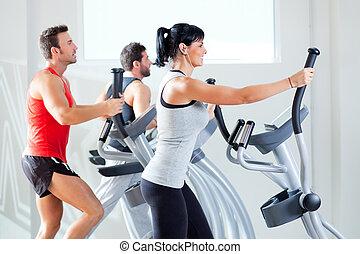 trener, kobieta, sala gimnastyczna, krzyż, eliptyczny, człowiek