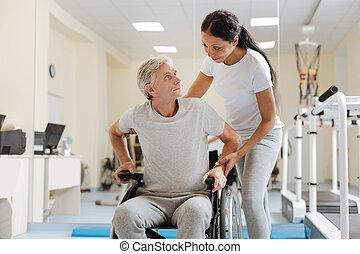 trener, niepełnosprawny, jego, zażenowany, patrząc, człowiek