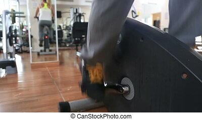 trening, kobieta, rower, sala gimnastyczna, ruch