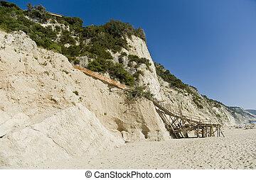 Treppen zum Strand von Engremni auf der Insel Lefkas in...