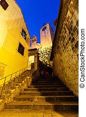 treppenhaus, zu, alte kirche, in, der, stadt, von, omis, kroatien