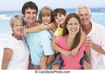 tres familia generación, relajante, en, día feriado de playa