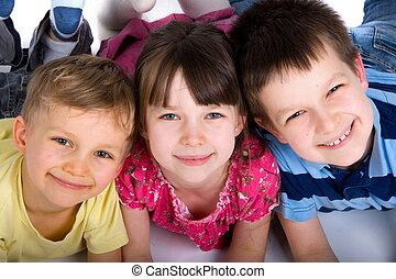 tres, feliz, niños