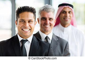 tres, hombres de negocios, posición, consecutivo