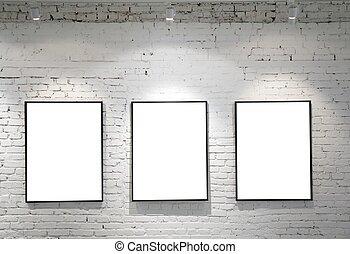 tres, marcos, en, pared ladrillo