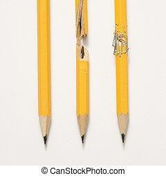 tres, pencils.