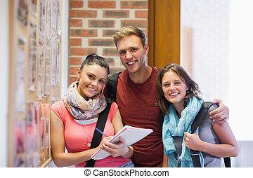 tres, sonriente, estudiantes, posición, nex