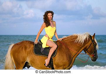 trevlig, ung kvinna, ridande, a, häst