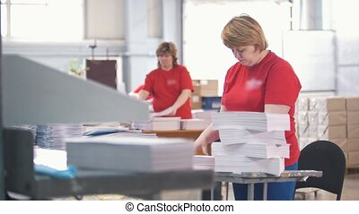 tri, ouvriers, typographie, papier, femme, piles