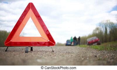 triangle, voiture, cassé, avertissement, roadside., rouges