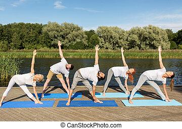 triangolo, persone, atteggiarsi, fuori, fabbricazione, yoga,...