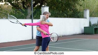 tribunal, couple, tennis, étreindre, 4k, personne agee