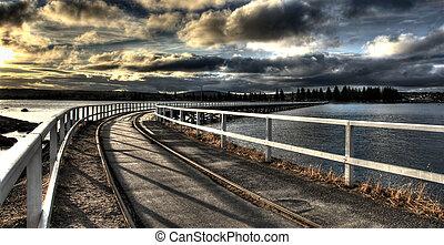 trilha trem, accross, água