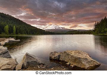 trillium, 傍晚, 湖