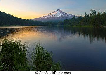 trillium, 日落, 湖