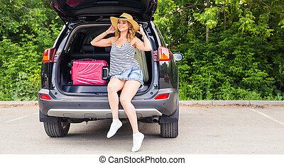 trip., καλοκαίρι , γυναίκα βαρύνω , νέος , άμαξα αυτοκίνητο. , γέλιο , κιβώτιο , ακάλυπτη θέση δρόμος