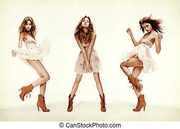 triple, imagen, de, modelo, en, diferente, posturas