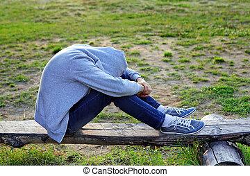 triste, adolescente, ao ar livre