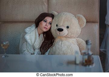 triste, girl, à, jouet, bear.