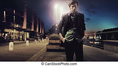 triste, hombre caminar, solamente, en, el, noche