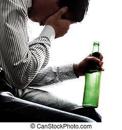 triste, hombre, en, adicción de alcohol
