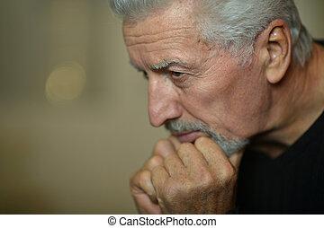 triste, homme aîné, chez soi