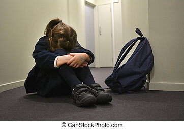 triste, joven, muchacha de la escuela
