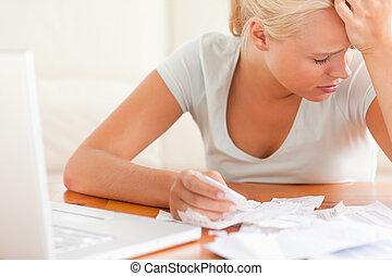 triste, loura, mulher, contabilidade
