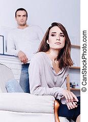 triste, mulher, poltrona, atraente, sentando